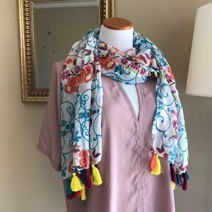 •nwt• Tropical Chic Paisley Floral Tassel Scarf